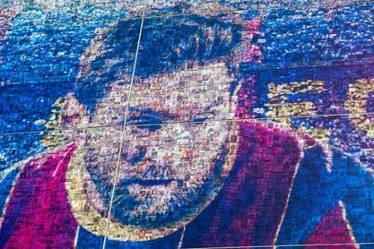 El Camp Nou luce nueva fachada con fotos de aficionados de todo el mundo