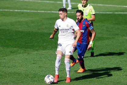 El Madrid nuevo líder; el Sevilla frena al Barça