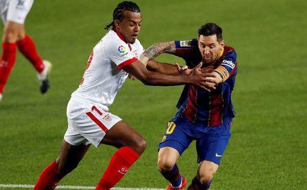 Koundé, la nueva joya del Sevilla, dejó su tarjeta de visita en el Camp Nou.