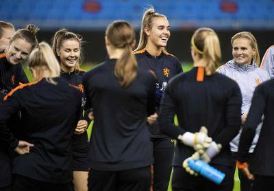 Países Bajos rectifica y reanudará la liga femenina de fútbol