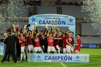 El sorprendente Rentistas conquista el torneo Apertura al vencer al Nacional