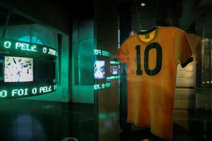 Maradona, Pelé, Cruyff, Beckenbauer, Ronaldinho y Sergio Ramos: los cantantes