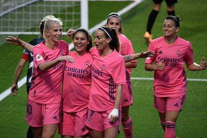 Alexia Putellas eleva a un Barcelona superlativo; el Madrid se estrena
