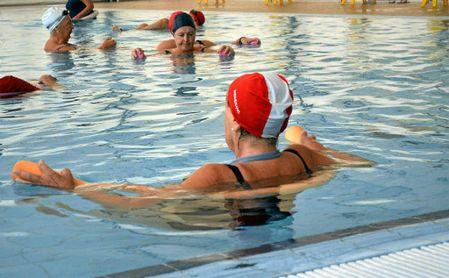 Usuarios en una de las piscinas del SADUS.