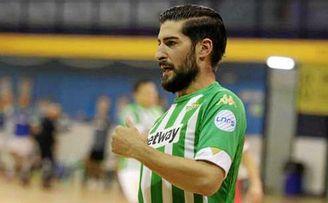 Emilio Buendía firmó dos tantos en el primer triunfo bético en Primera.
