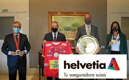 Visita de Blázquez a la sede central de Helvetia Seguros en Sevilla.