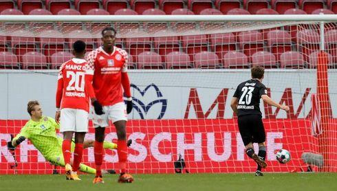 El Gladbach sufre para derrotar al colista Maguncia (2-3)