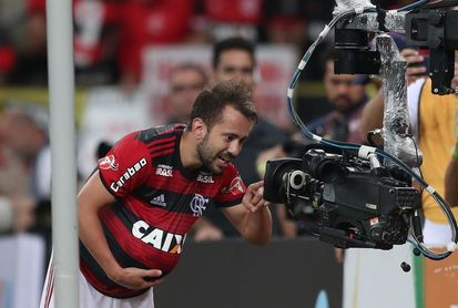 Flamengo rescata un empate y el liderato con Internacional sigue dividido en Brasil