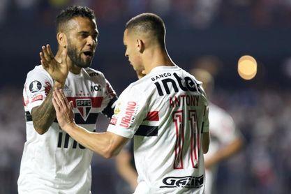 Sao Paulo se medirá con Lanús con un Daniel Alves en crisis