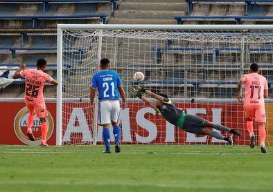 2-1. Bolívar deja escapar el empate a seis minutos del final