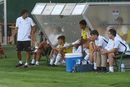 El Rayo Majadahonda confirma la suspensión del partido por tres positivos del Castilla