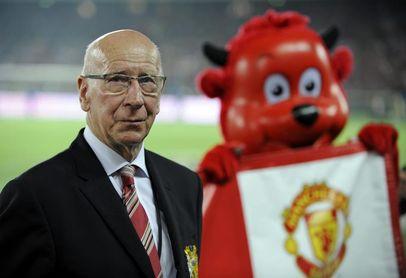 Diagnostican demencia a Bobby Charlton