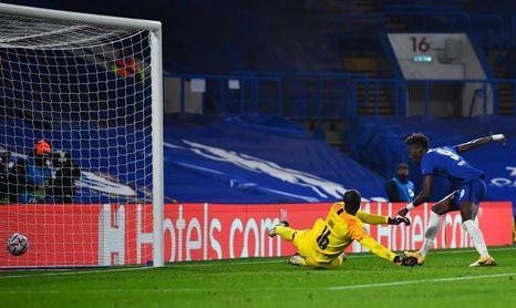 3-0. El Chelsea liquida a un Rennes en inferioridad