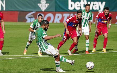 Fekir, errando el penalti ante el Elche.