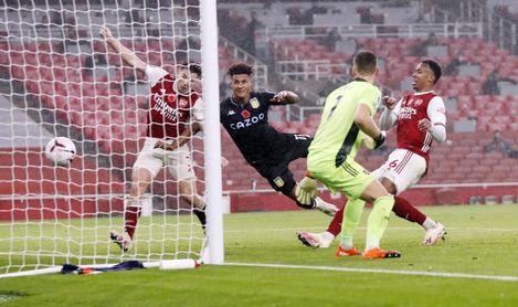 El Aston Villa asalta Londres y frena al Arsenal