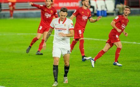 El gesto de capitán de Rakitic en el penalti de Ocampos.