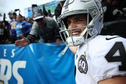 26-31. Ante los Chargers, Carr y los Raiders siguen ganando como visitantes