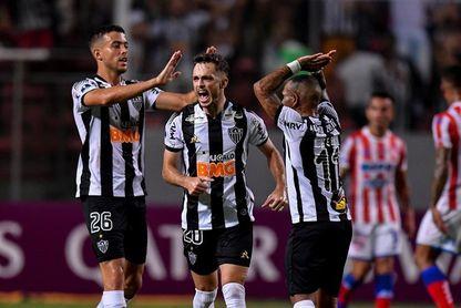 El Atlético Mineiro se ensaña con el Flamengo y el Inter asume el liderato del fútbol en Brasil