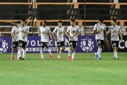 La U es vapuleada y Cristal se coloca a solo un punto del liderato del fútbol en Perú