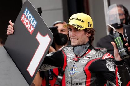 "Manzi y MV Agusta, primera ""pole position"" en Moto2"
