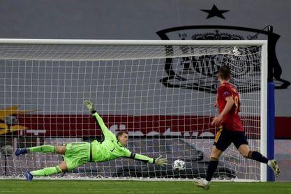 España saca su billete a lo grande, Croacia aguanta y Montenegro asciende