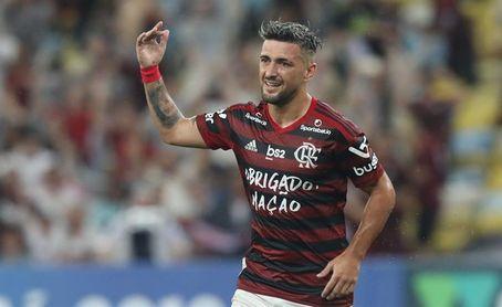 El Flamengo golea al Coritiba y asume parcialmente el liderato en Brasil