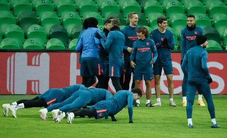 El Sevilla entrenó en el Estadio Krasnodar, al que asistirán diez mil seguidores