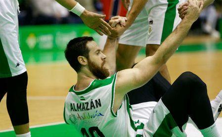 El bético Pablo Almazán sufre una fractura en el brazo derecho.