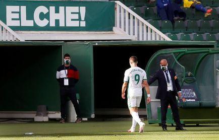 Boyé da ventaja pero deja Elche en inferioridad ante Cádiz (0-1) al descanso