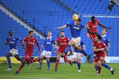 Pascal Gross evita el triunfo de un Liverpool anti-VAR