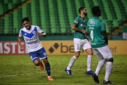 1-5. Vélez se mete a cuartos con una goleada y hunde a un Cali desdibujado