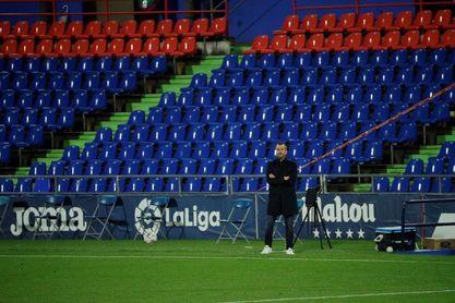 Urgencias en el PSV ante un Granada con pie y medio en dieciseisavos