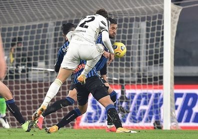 Gollini detiene un penalti a Cristiano y frena al Juventus