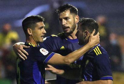 0-2. El Cádiz no da opción al Ribadumia