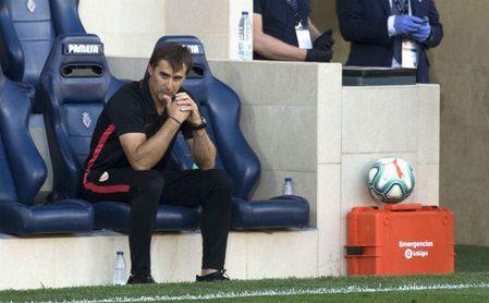 El técnico del Sevilla, Julen Lopetegui, en el banquillo.