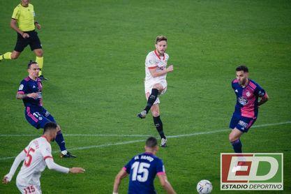 Rakitic, durante el partido de este sábado en el Pizjuán.