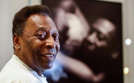 """""""Te admiro mucho"""", le dice Pelé a Messi por igualar uno de sus récords."""