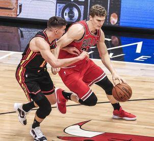 104-124. Young y Hawks arruinan debut de Donovan como entrenador de Bulls