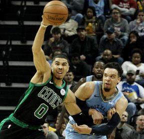 122-121. Tatum pone números finales en la victoria de los Celtics