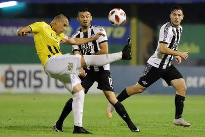 El Guaraní de Gustavo Costas a semifinales tras remontar ante el Libertad