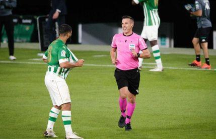 El árbitro de la camiseta rota a Sanabria, en Levante