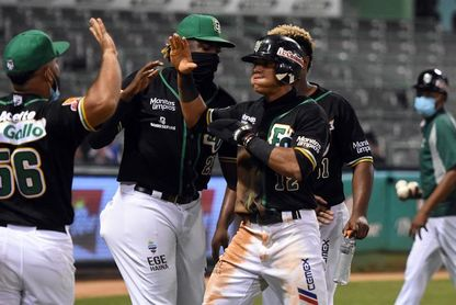 El panameño Bethancourt, Canó y Peña guían a las Estrellas a base de jonrones