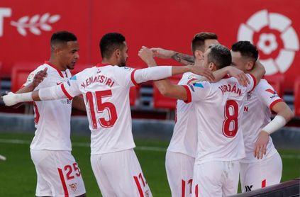 2-0. Un efectivo Sevilla le gana el pulso por la 'Champions' al Villarreal