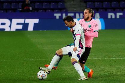 El Barça sale con tres centrales; el Eibar, con Kike García en punta