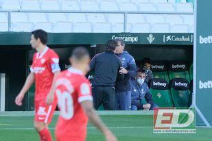Lopetegui y Pellegrini se saludan antes de comenzar el partido.