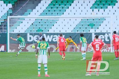 Fekir buscó el penalti y lo consiguió, pero después no fue capaz de materializarlo.
