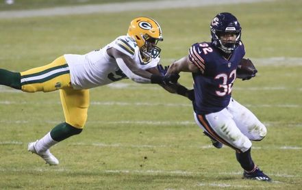 16-35. Rodgers impone marca, Packers ganan primer clasificado y Bears pasan