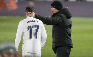 El Real Madrid completa su último entrenamiento bajo la nieve y con Zidane.