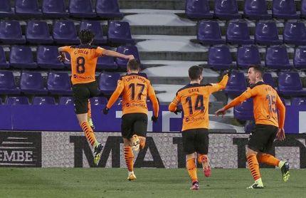 Carlos Soler da vida al Valencia
