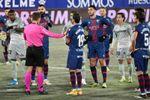 0-2. El Betis gana, ahoga al Huesca y deja en el alero a Míchel